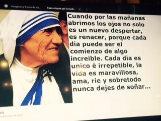Foto colgada en la Parroquia con Mensaje de la Madre Teresa