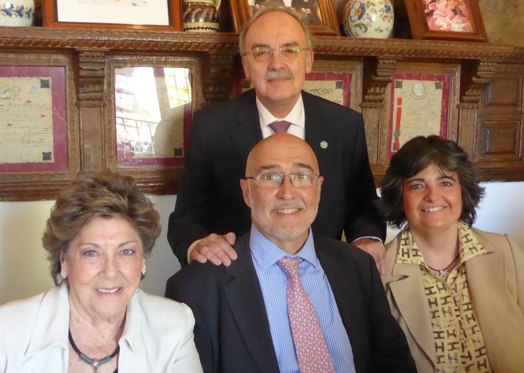 Paloma Gómez Borrero con Jesús Hernandez (Presidente), Jose Carlos Mingote (Vicepresidente) y Carmen Marroquí de la Fundación Ana de Paz