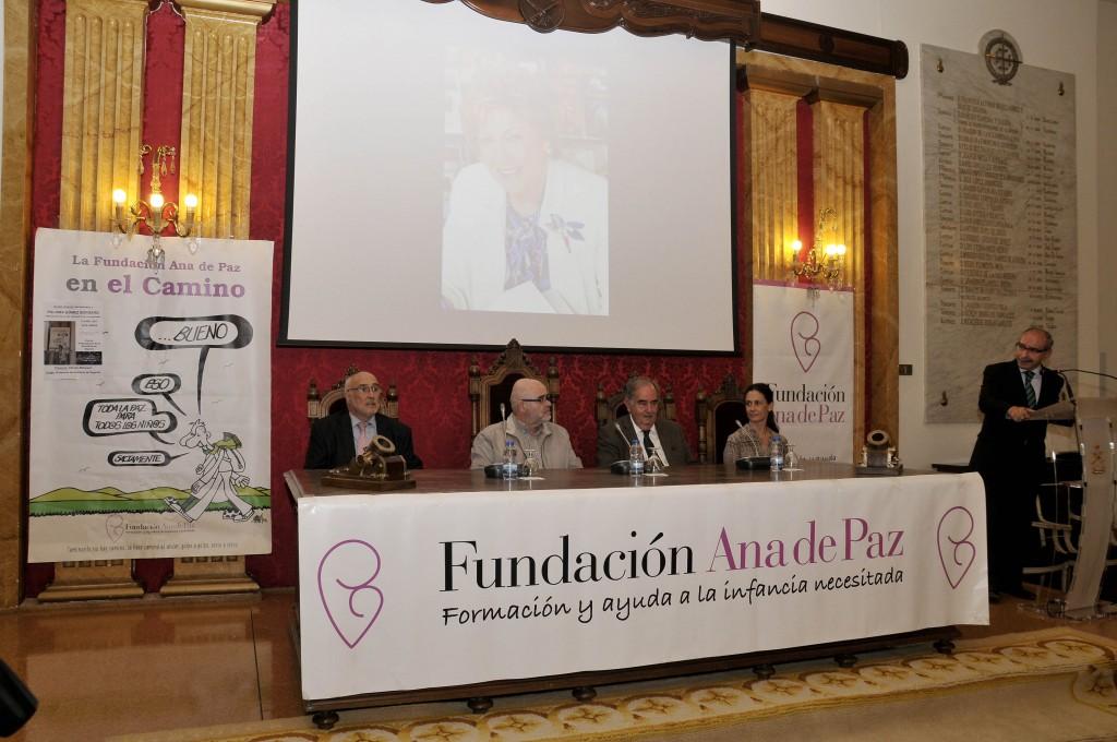 De izquierda a derecha Jesús Hernández Manso, Jose María Viadero, Alvaro Gil Robles, Paloma Gómez Borrero y Alfredo Matesanz
