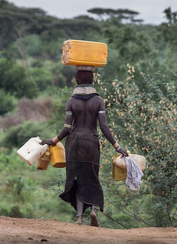 Nyangatom_buscando-agua